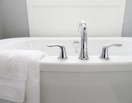 bathtub-2485952_1920